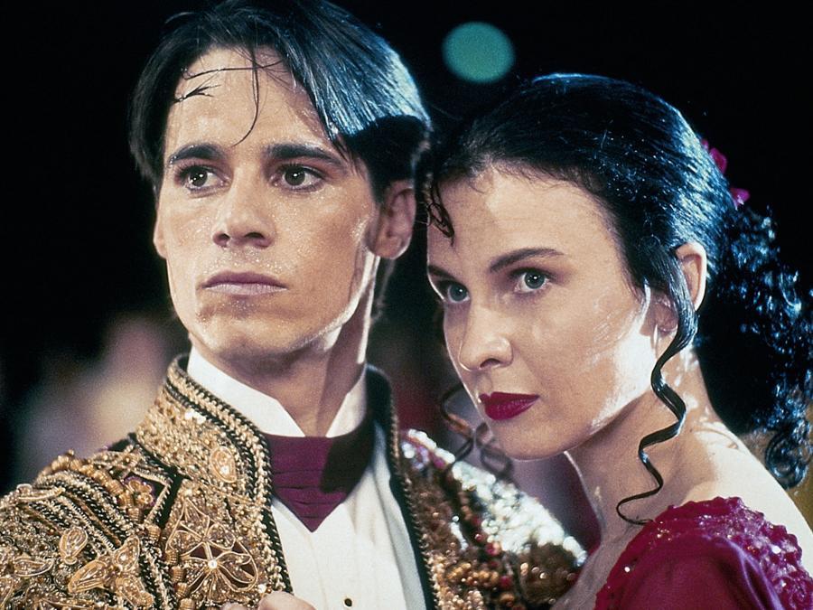Se Strictly Ballroom (1992) på Filmstriben